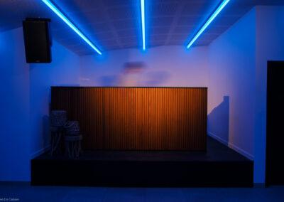 The room lier: sfeerbeeld van de feestzaal met verlichting